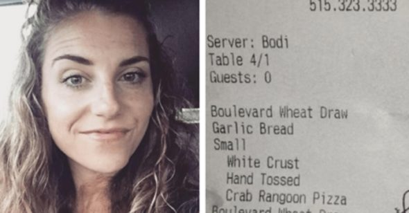 As Soon As This Mom Left The Table Her Waitress Slipped A Note To