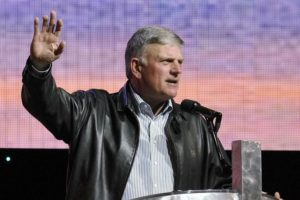 Franklin Graham calls on people to pray for Trump this Sunday