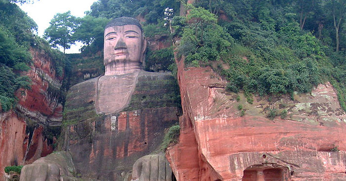 The statue of the Buddha that sheds tears in sorrow