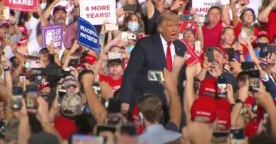 President Trump's thousands of followers contrast with the dozens of people who listen to Kamala Harris in Arizona
